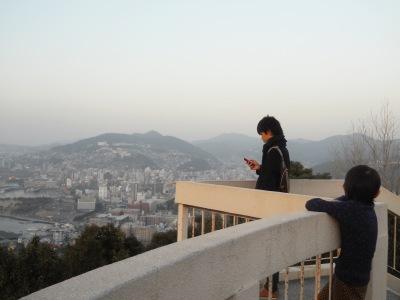 鍋冠山展望台,有一位學生,也有家長帶同小朋友來玩,還有我和朋友。