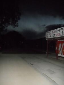 晚上的太宰府,四周無人,連路也看不清。