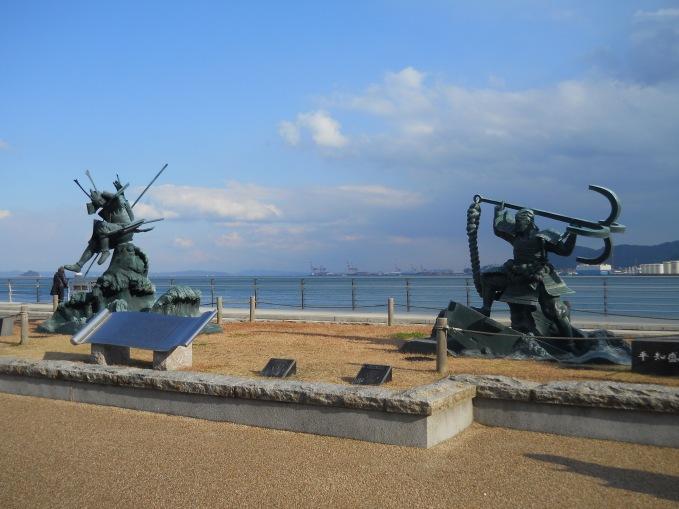 一方是源氏,一方是平氏,背景就是戰場關門海峽。